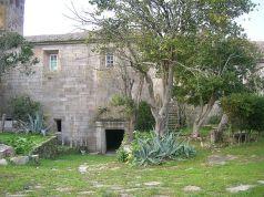 Detalle da facada sur do mosteiro foto José Antonio Gil Martínez CCby Wikimedia