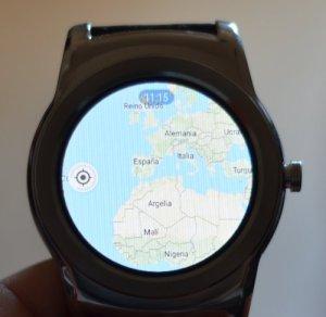 Reloj Smartwatch mostrando Google Maps