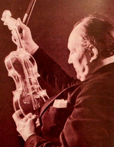 En Alemania se ha utilizado un material insólito para fabricar violines: el vidrio elástico, que posee las calidades sonoras de la madera más costosa.