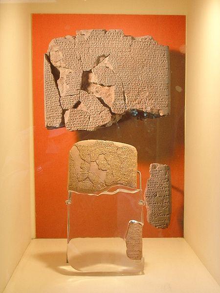 Algunos fragmentos conservados de copias del Tratado de paz entre hititas y egipcios después de la batalla de Qadesh