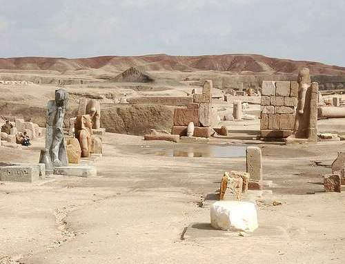 Vista parcial de los restos de Pi-Ramsés, una de las construcciones de Ramsés II