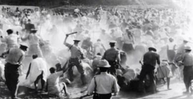 Fotografía del momento de la masacre de Sharpeville