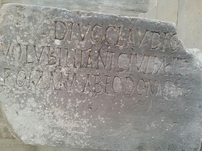 Inscripción de la concesión por el emperador Claudio de la ciudadanía romana a los habitantes de la ciudad de Volubilis, imprescindible para integrarse en las asambleas romanas