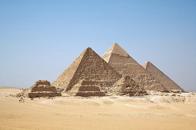 Fotografía de las Pirámides de Guizá, hechas en la IV Dinastía egipcia