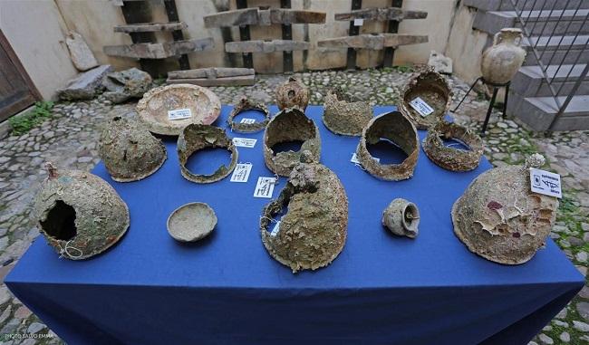Algunos de los cascos romanos usados en la batalla de las islas Egadas y recuperados en recientes campañas de arqueología subacuática