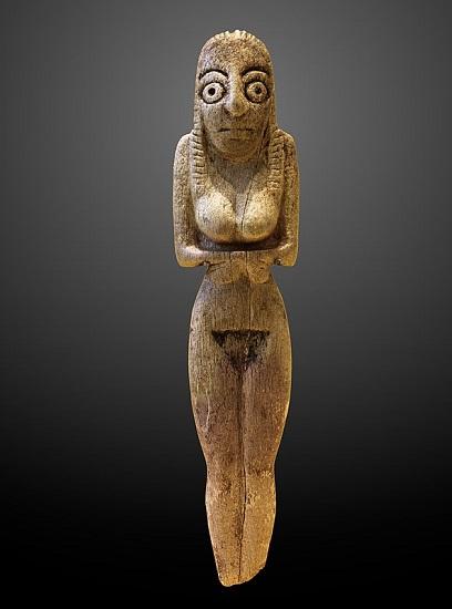 Figurilla femenina datada del Badariense, en el predinástico egipcio