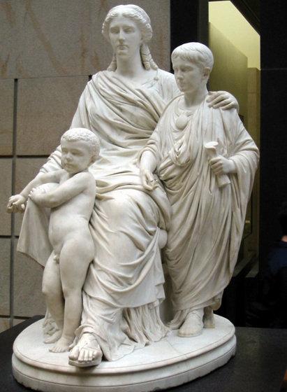 Estatua del siglo XIX ubicada en el Museo de Orsay (Francia) en la que se representa a Cornelia con sus hijos, los hermanos Tiberio y Cayo Graco