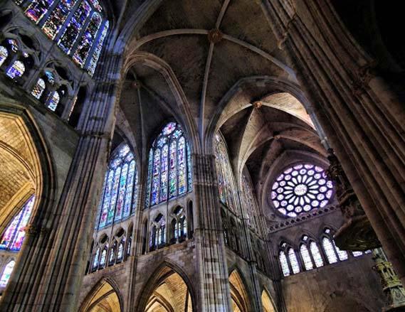 La catedral de León es el mayor ejemplo del arte gótico en España