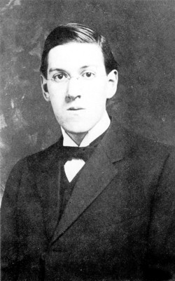 Howard_Phillips_Lovecraft_in_1915