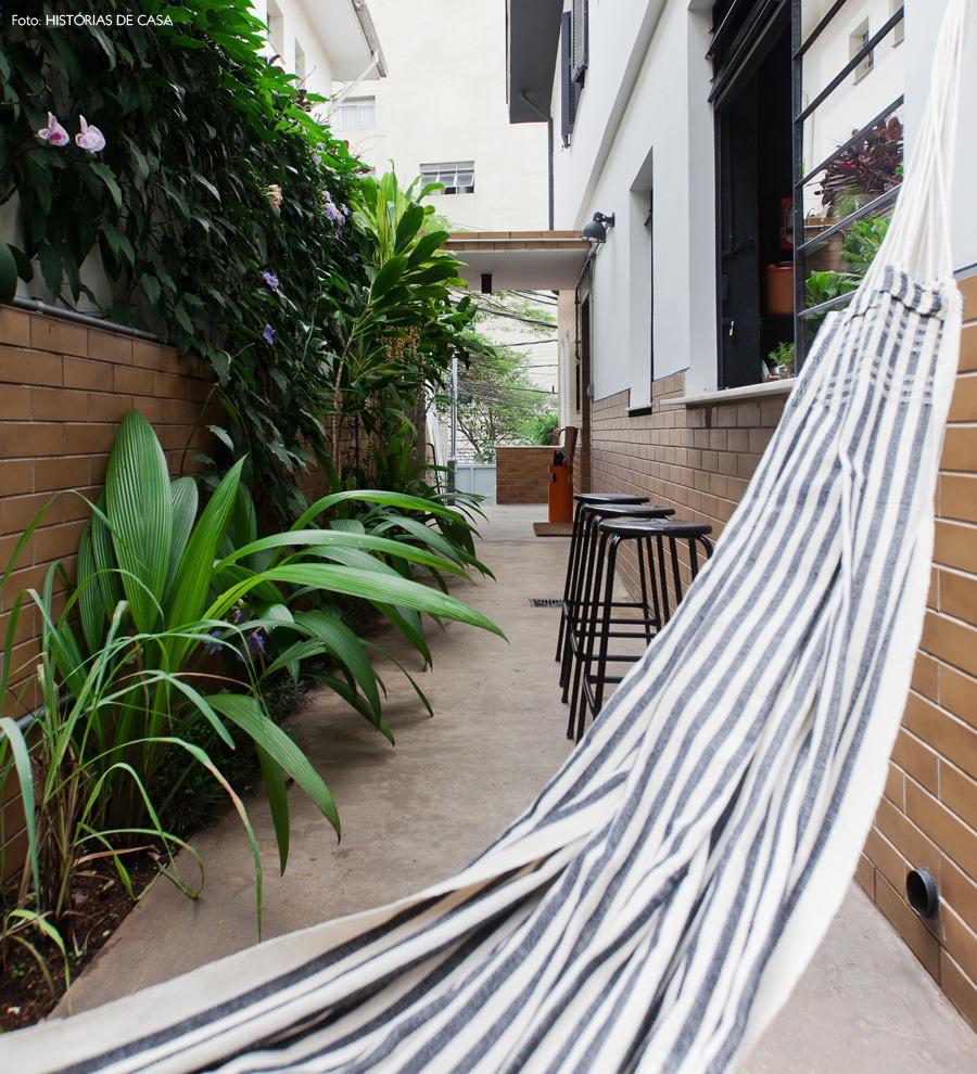 26-decoracao-quintal-rede-plantas-canteiro