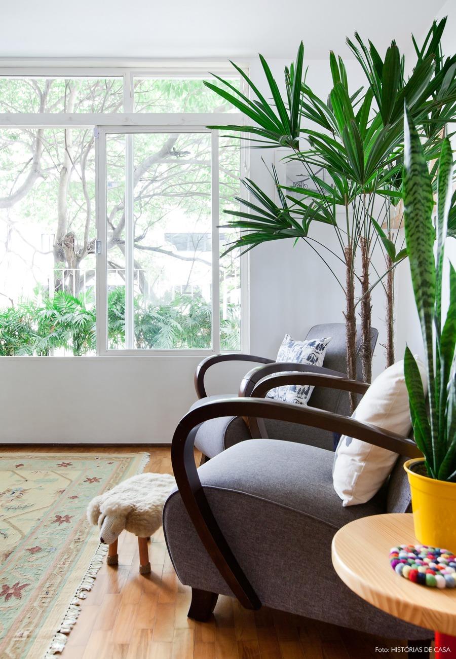 05-decoracao-apartamento-sala-estar-plantas-amarelo