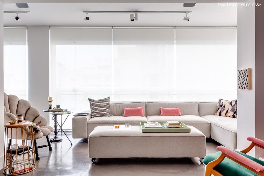 05-decoracao-varanda-sofa-pufe-cinza