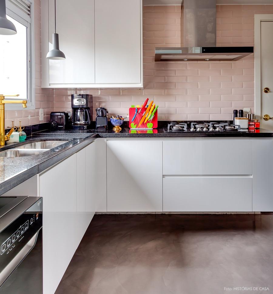 24-decoracao-cozinha-azulejos-metro-rosa