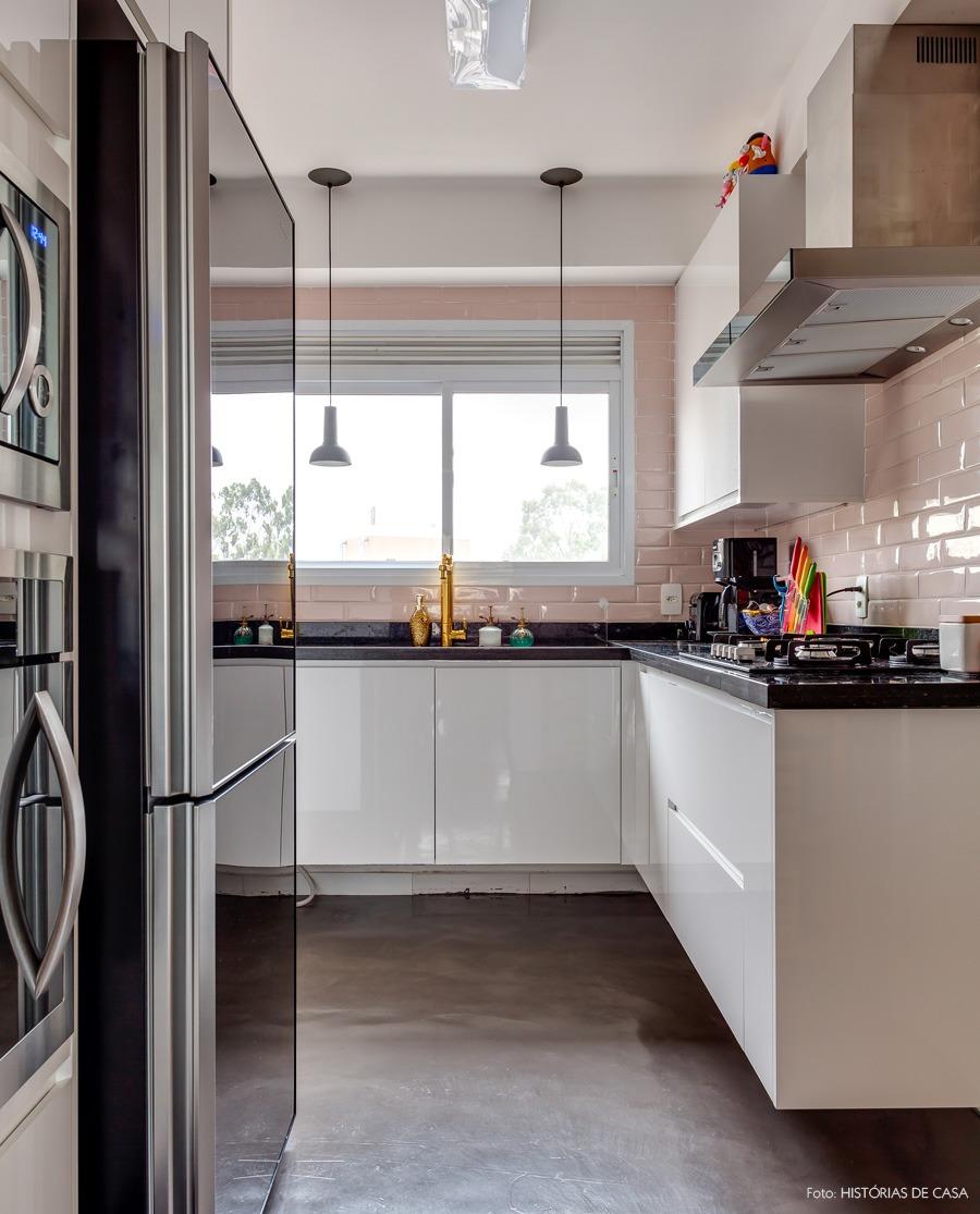 25-decoracao-cozinha-azulejos-metro-rosa
