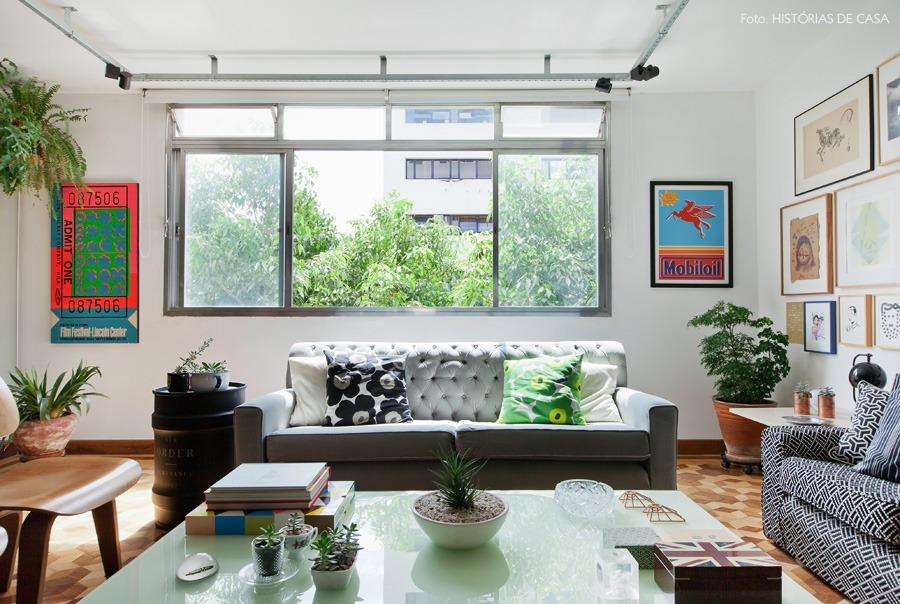 02-decoracao-sala-estar-piso-tacos-quadros