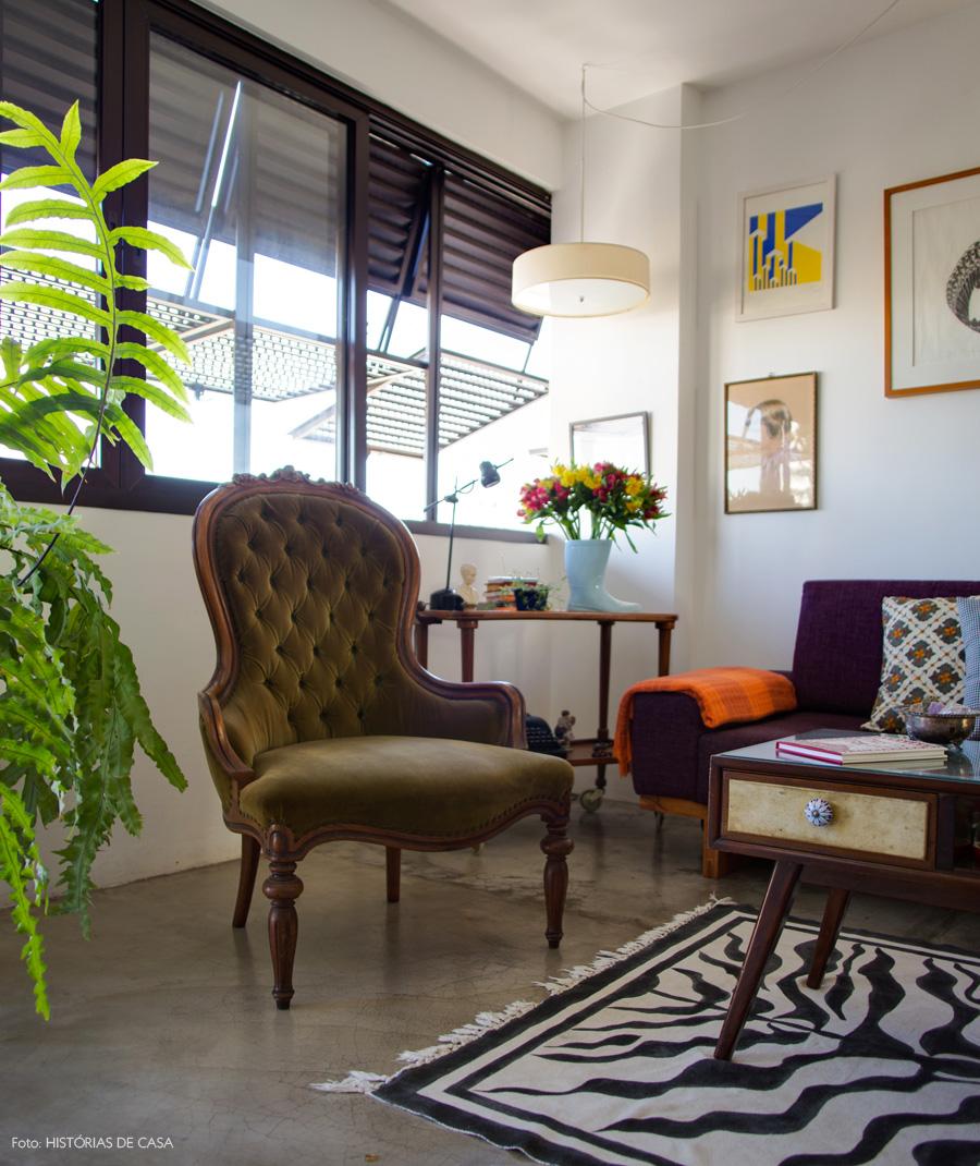 03-decoracao-sala-estar-poltrona-mesa-vintage
