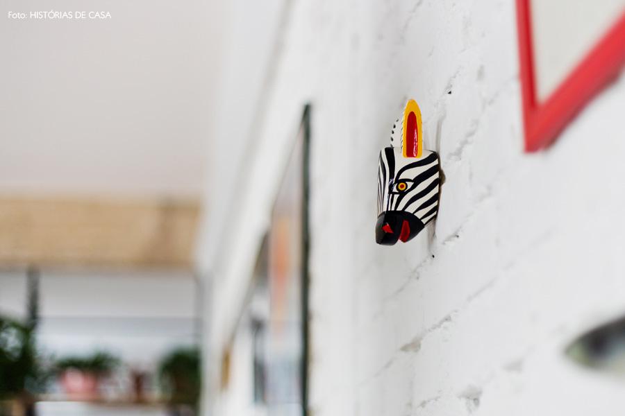 04-decoracao-parede-tijolinho-branco-cabeca-bicho-zebra