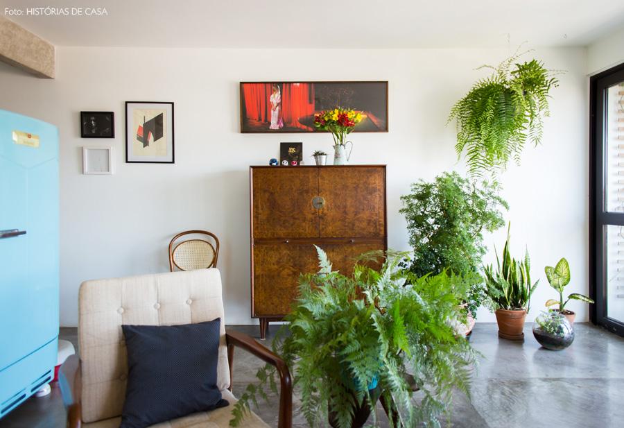 04-decoracao-sala-estar-moveis-vintage-geladeira-antiga-plantas