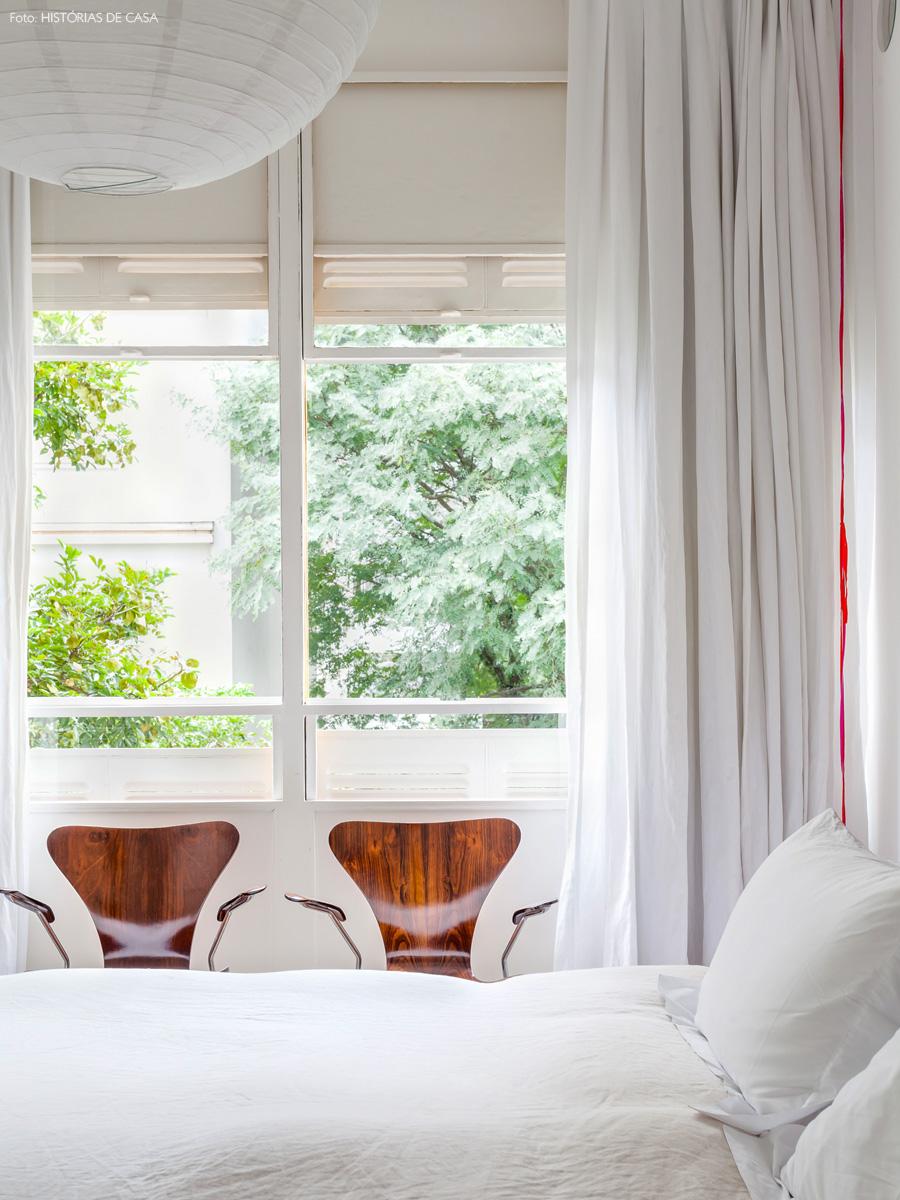 25-decoracao-quarto-branco-janela-guilhotina-cabeceira-estampada