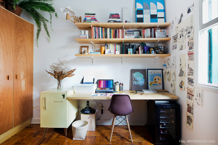 29-decoracao-home-office-escritorio-prateleiras-pinus-plantas