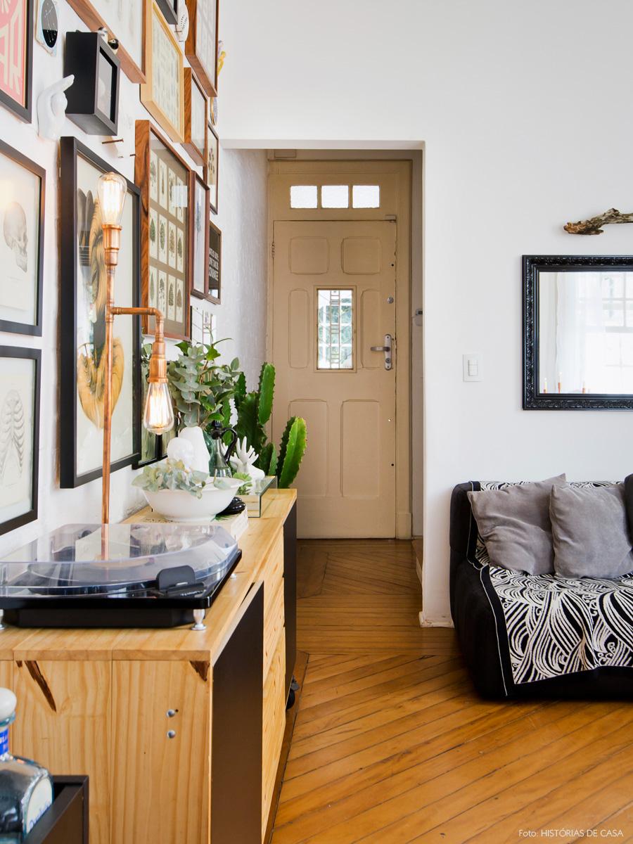 04-decoracao-casa-corredor-entrada-quadros-cacto