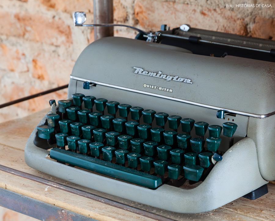 06-decoracao-hall-entrada-parede-tijolinho-industrial-maquina-escrever