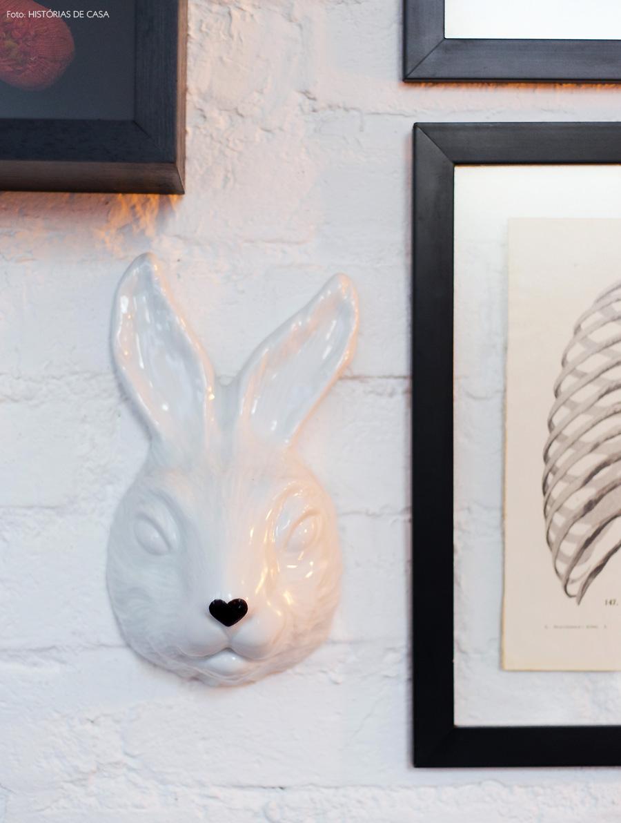07-decoracao-detalhe-parede-cabecao-coelho-porcelana