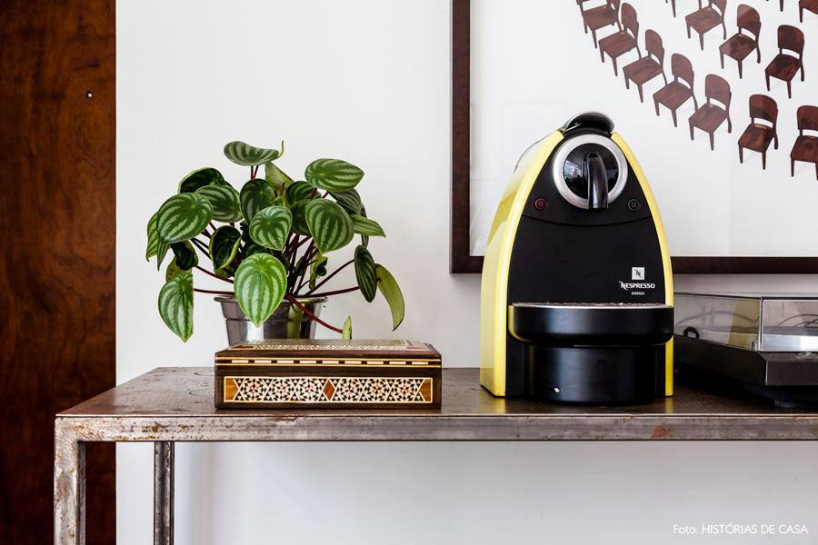 06-decoracao-aparador-ferro-canto-do-cafe-maquina-espresso
