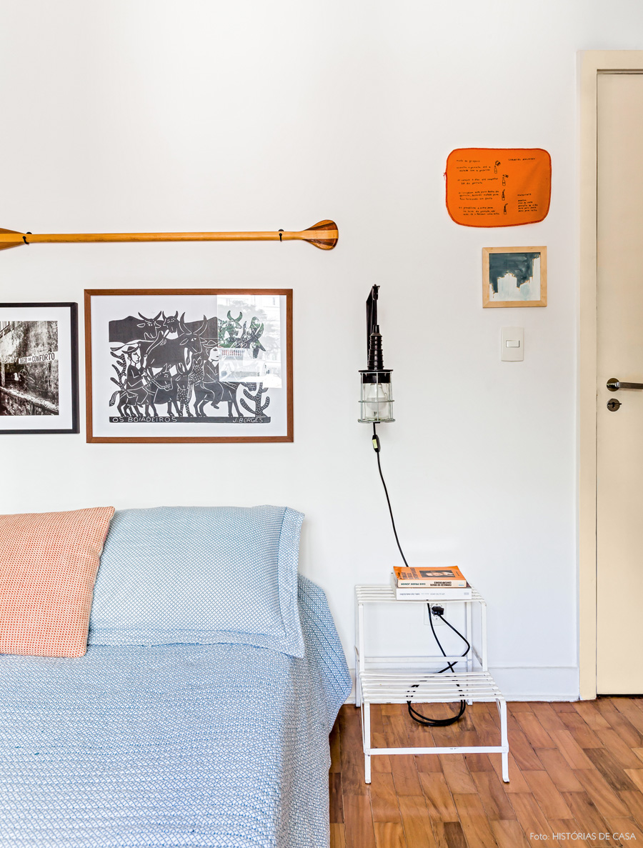 28-decoracao-quarto-escadinha-vintage-lateral-cama