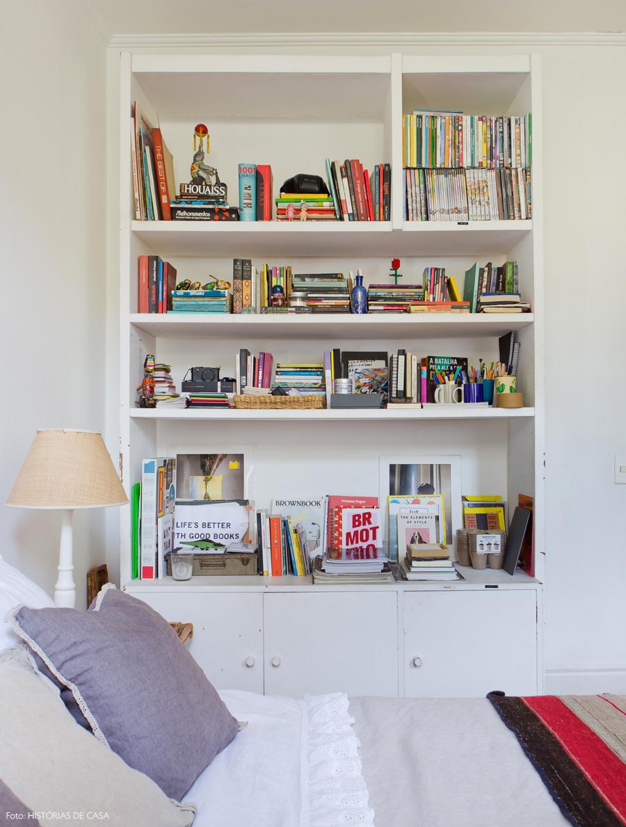 36-decoracao-quarto-casal-estante-lateral-cama