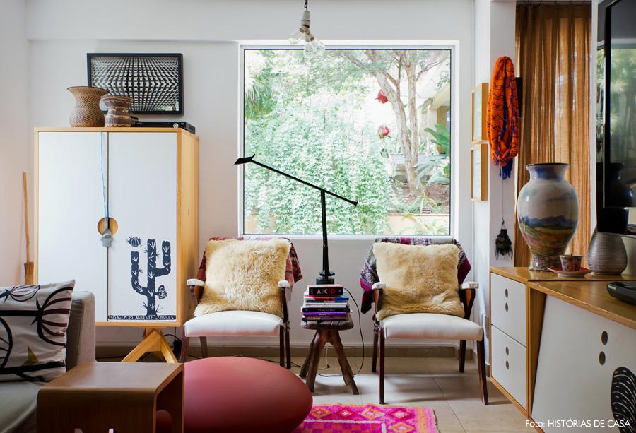 19-decoracao-historias-de-casa-sala-estar-detalhes-coloridos-artesanato