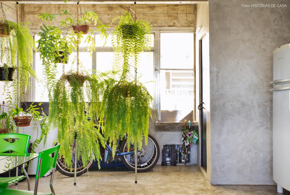 22-decoracao-cozinha-cimento-queimado-plantas-samambaias