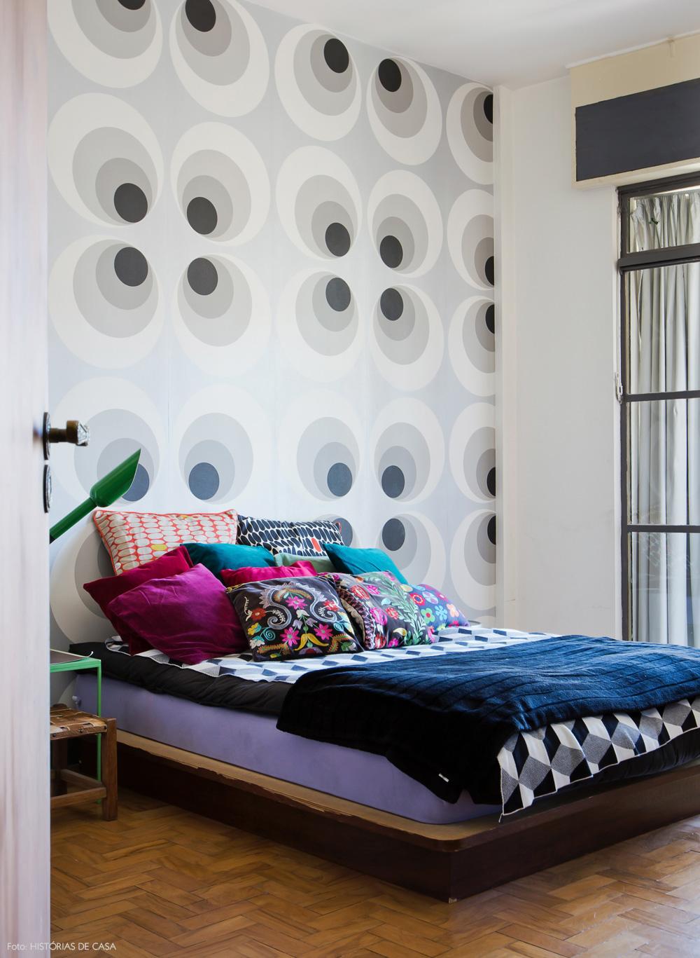 25-decoracao-quarto-cama-baixa-almofadas-estampadas