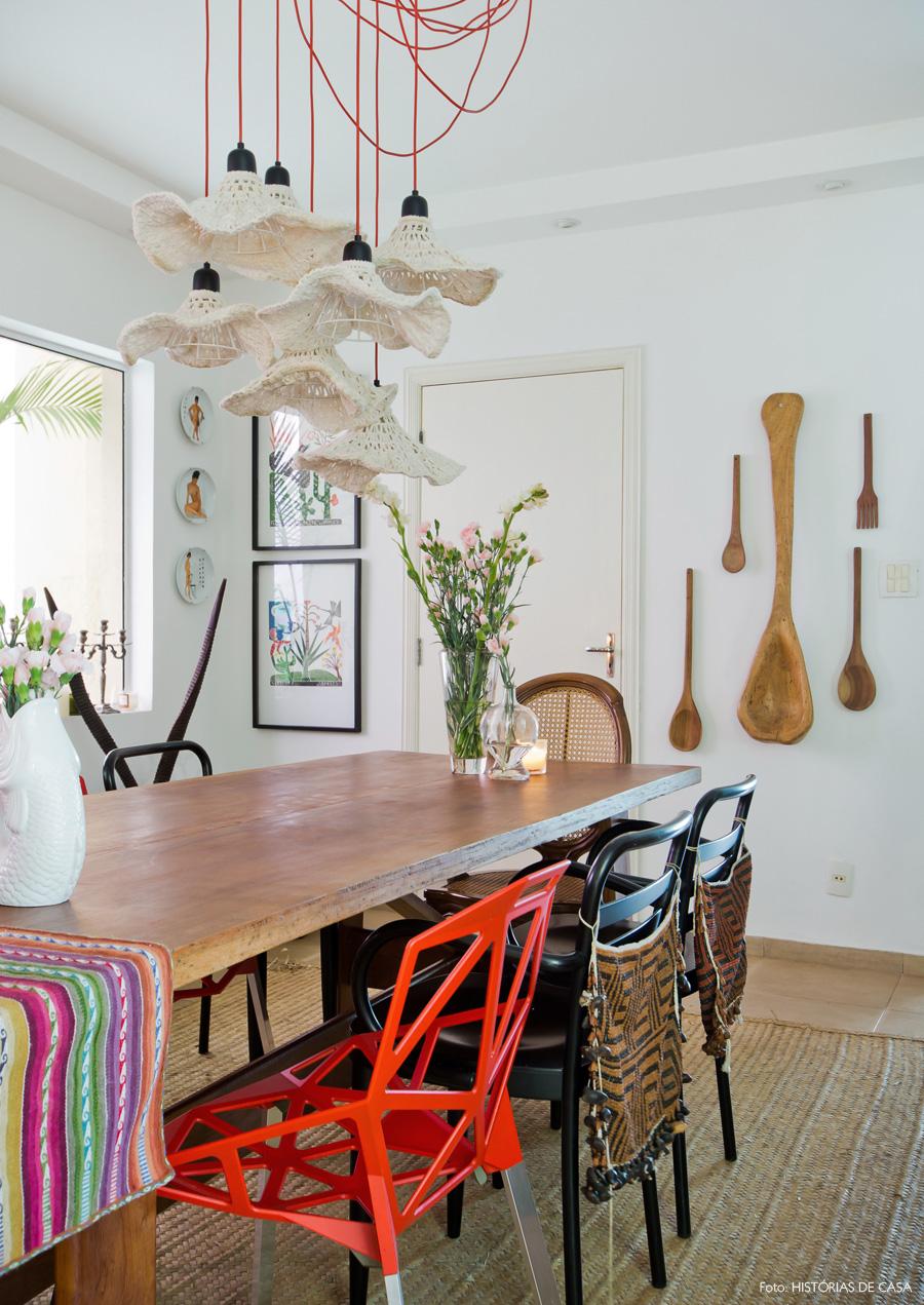 25-decoracao-sala-jantar-tapete-fibra-acessorios-coloridos