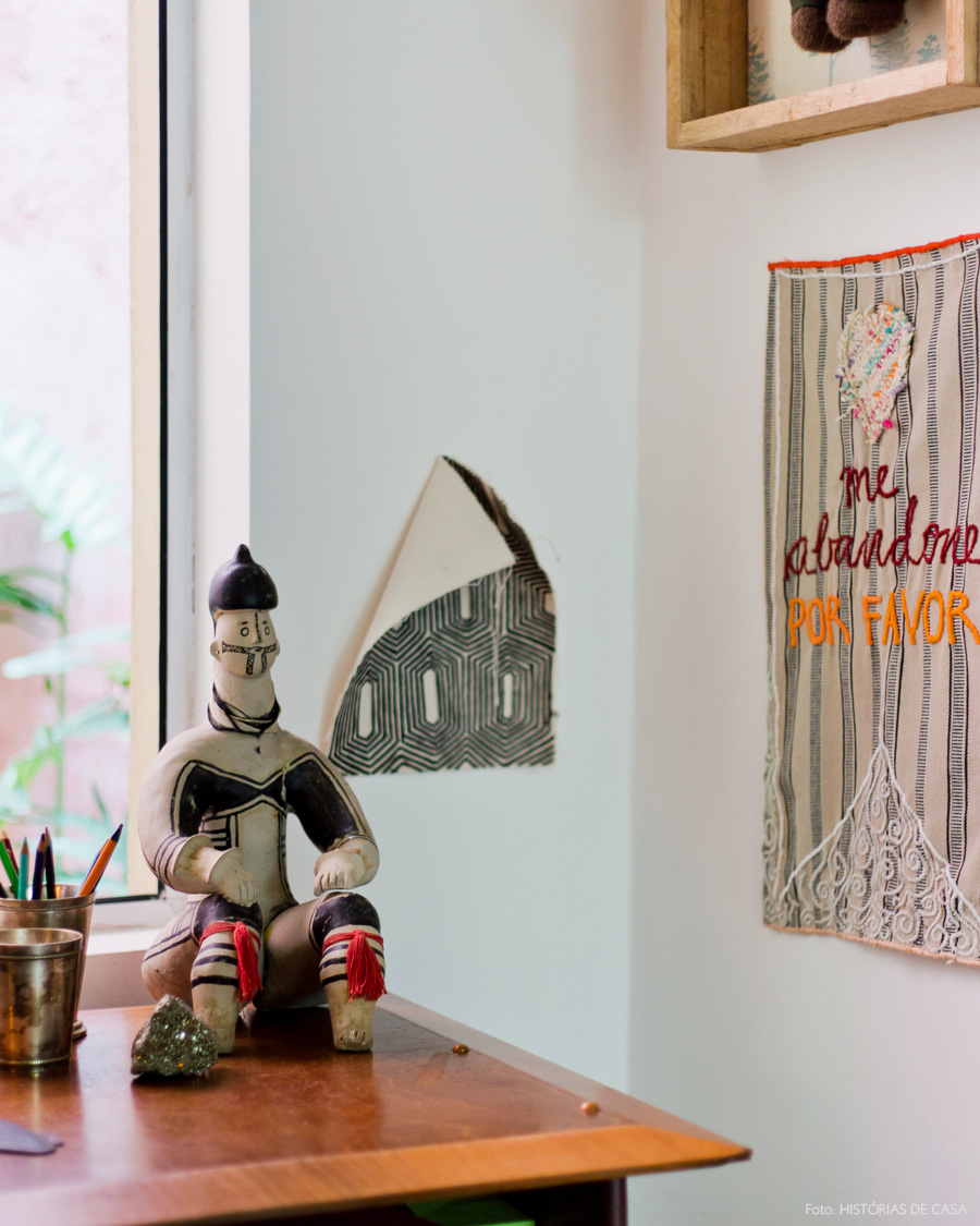 28-decoracao-home-office-estatua-indigena-artesanato