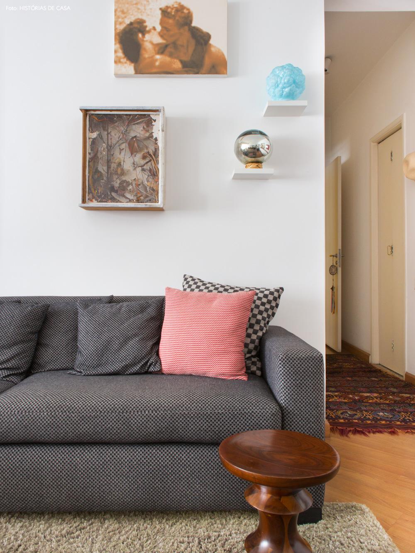 03-decoracao-apartamento-sofa-cinza-quadros-parede