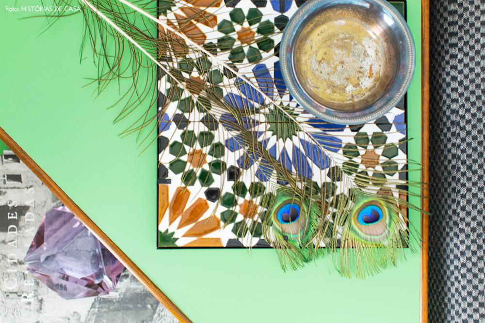 07-decoracao-apartamento-vintage-mesa-lateral-verde