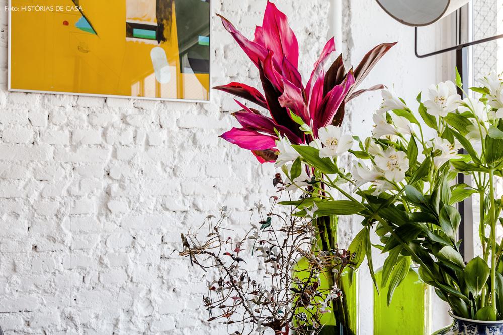 17-decoracao-parede-tijolinho-vasos-garrafas-verdes