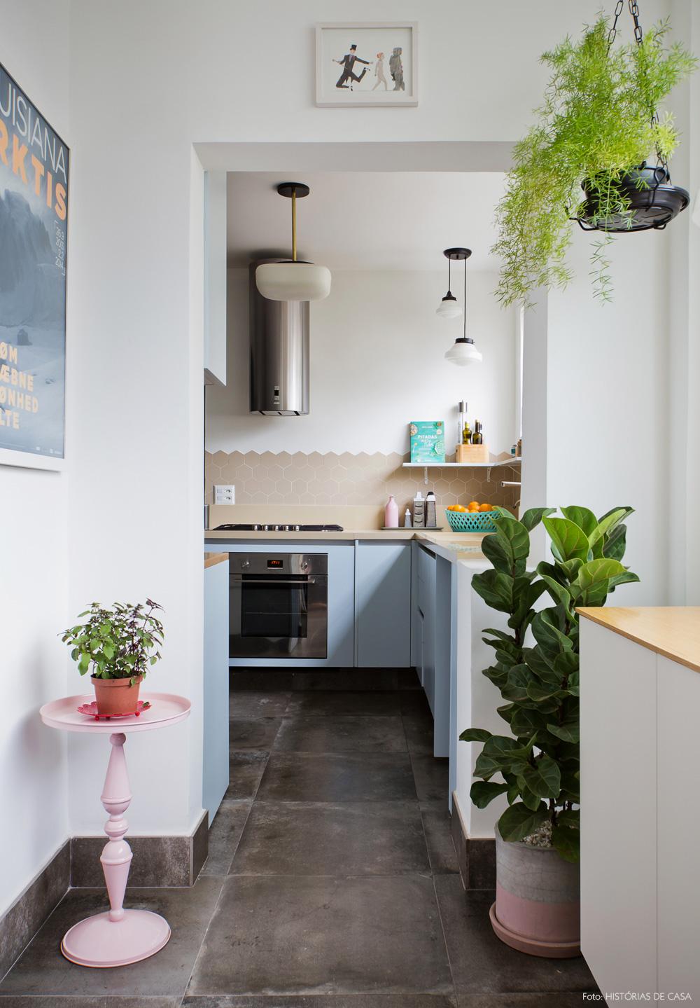 24-decoracao-corredor-entrada-cozinha-revestimetos-hexagonais