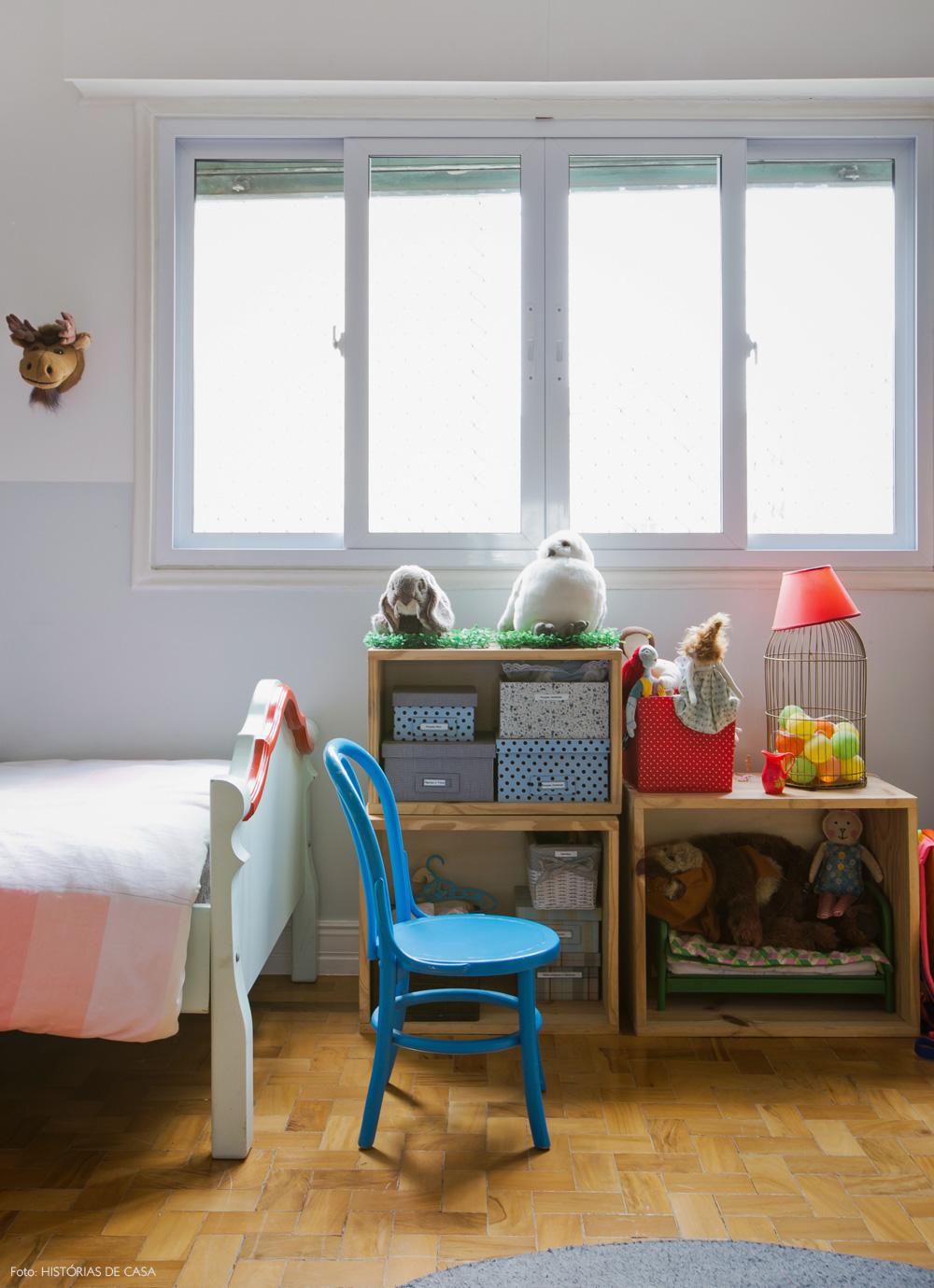 44-decoracao-quarto-menina-verde-menta-caixotes-organizadores