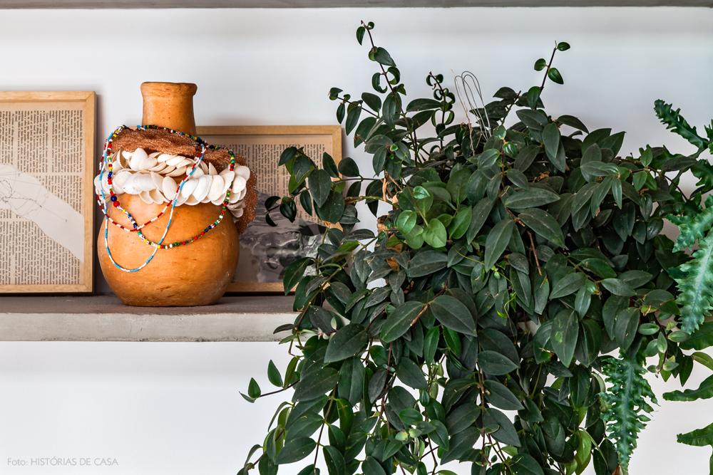 04-decoracao-apartamento-prateleiras-de-concreto-plantas