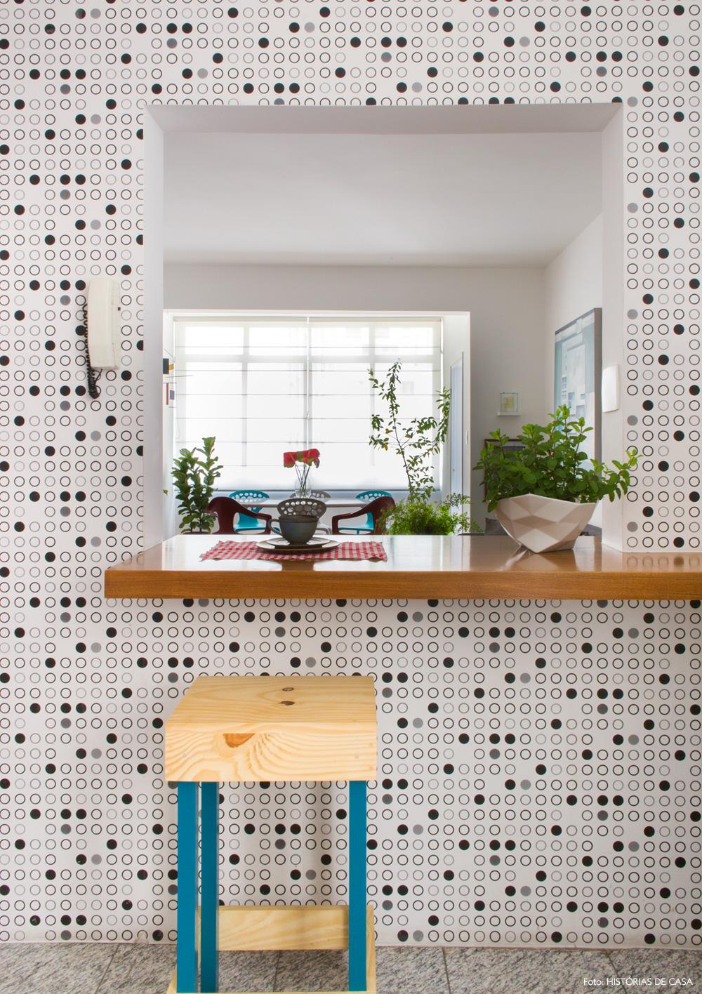 23-decoracao-cozinha-americana-papel-de-parede-bolinhas