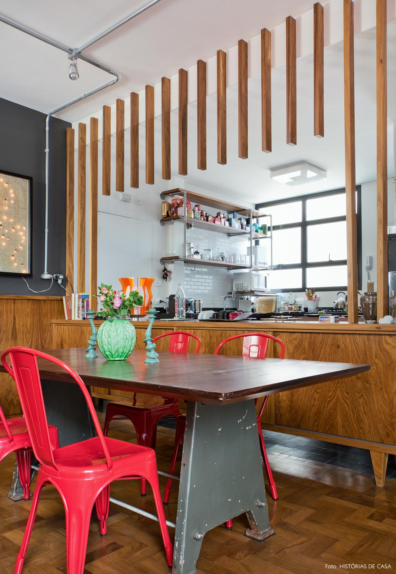 06-decoracao-sala-de-jantar-integrada-cozinha-parede-com-brises