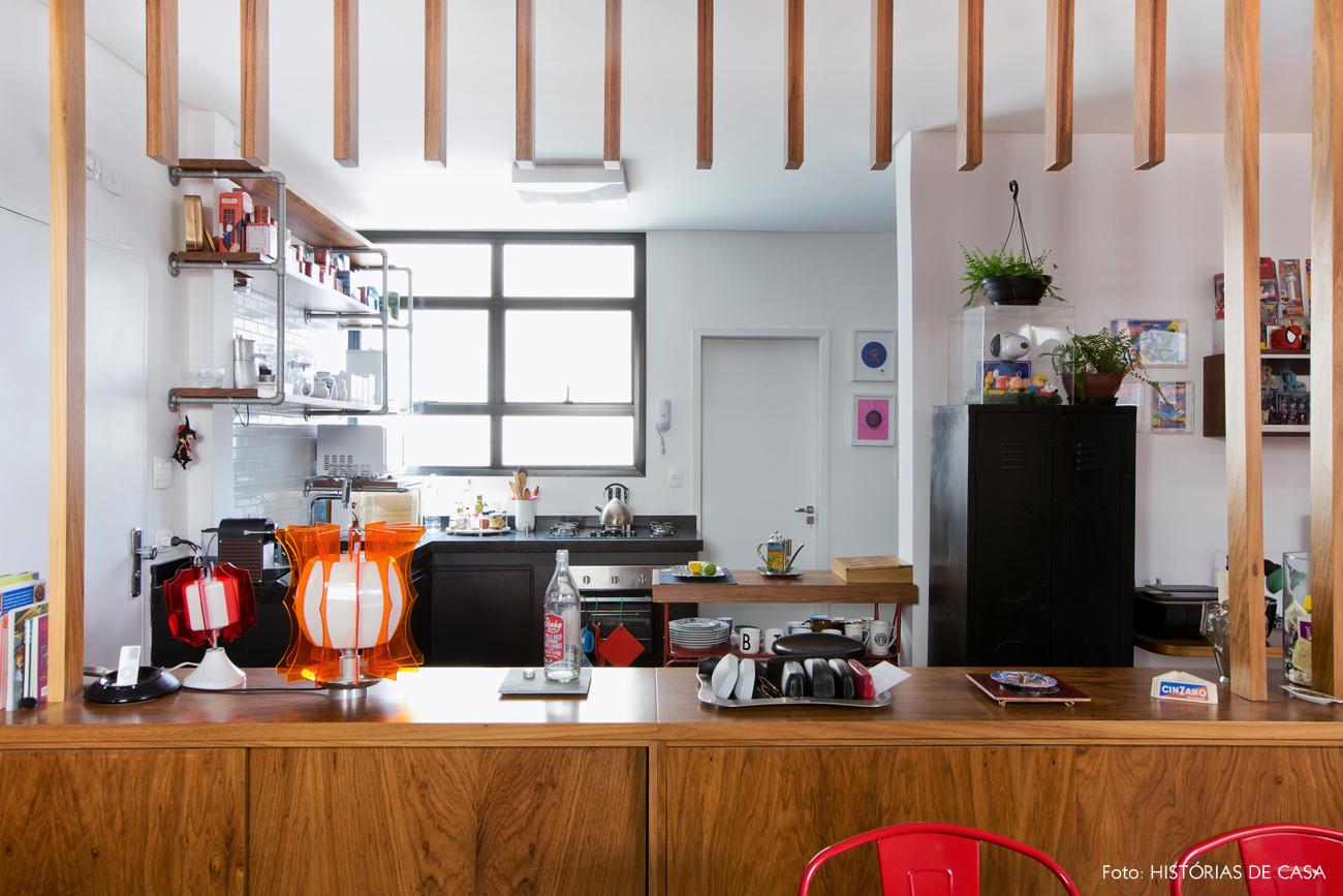 28-decoracao-cozinha-integrada-divisoria-madeira-brise