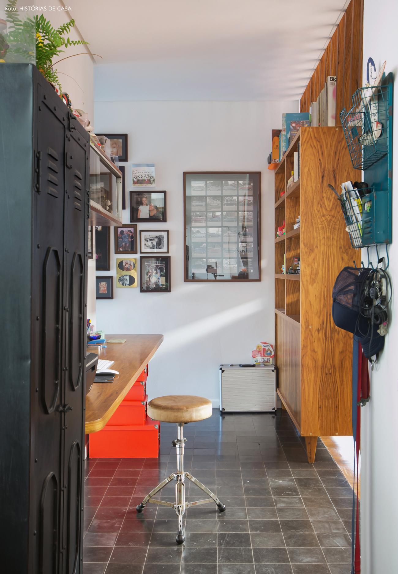 37-decoracao-home-office-integrado-estante-divisoria-industrial