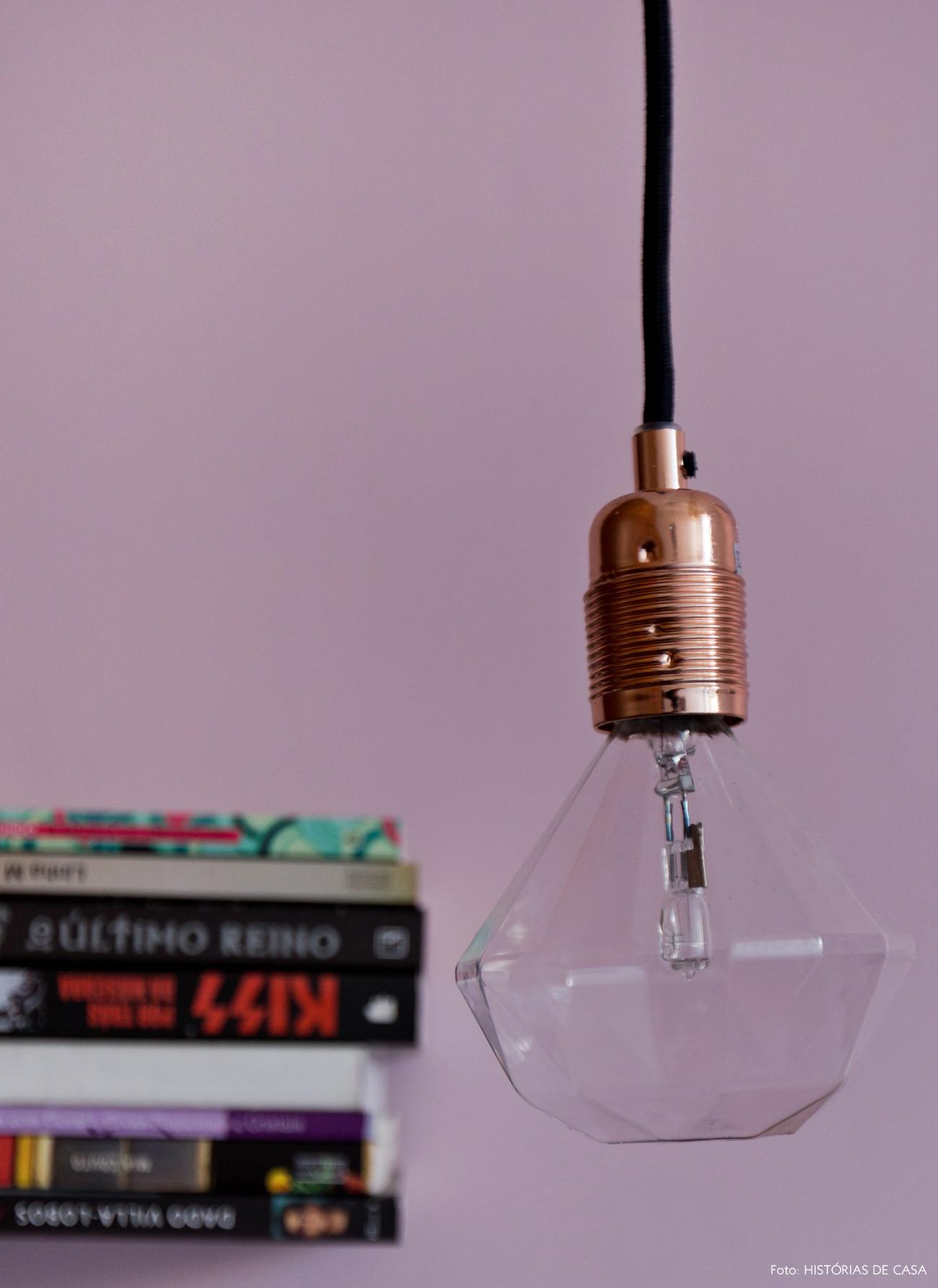 42-decoracao-quarto-casal-luminaria-soquete-cobre