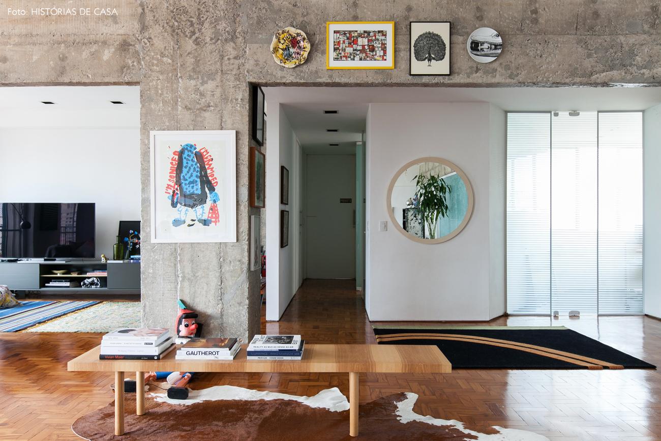 02-decoracao-apartamento-integrado-vigas-concreto-piso-tacos