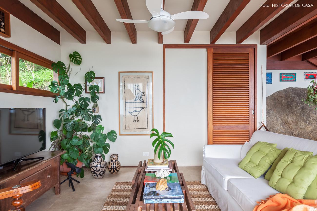 02-decoracao-arquitetura-casa-de-praia-vigas-madeira-moveis-rusticos