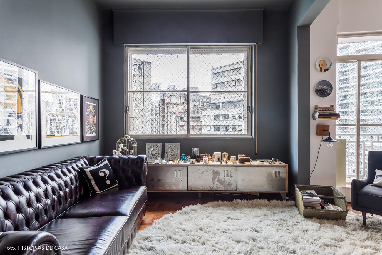 15-decoracao-sala-estar-sofa-chesterfield-parede-cinza