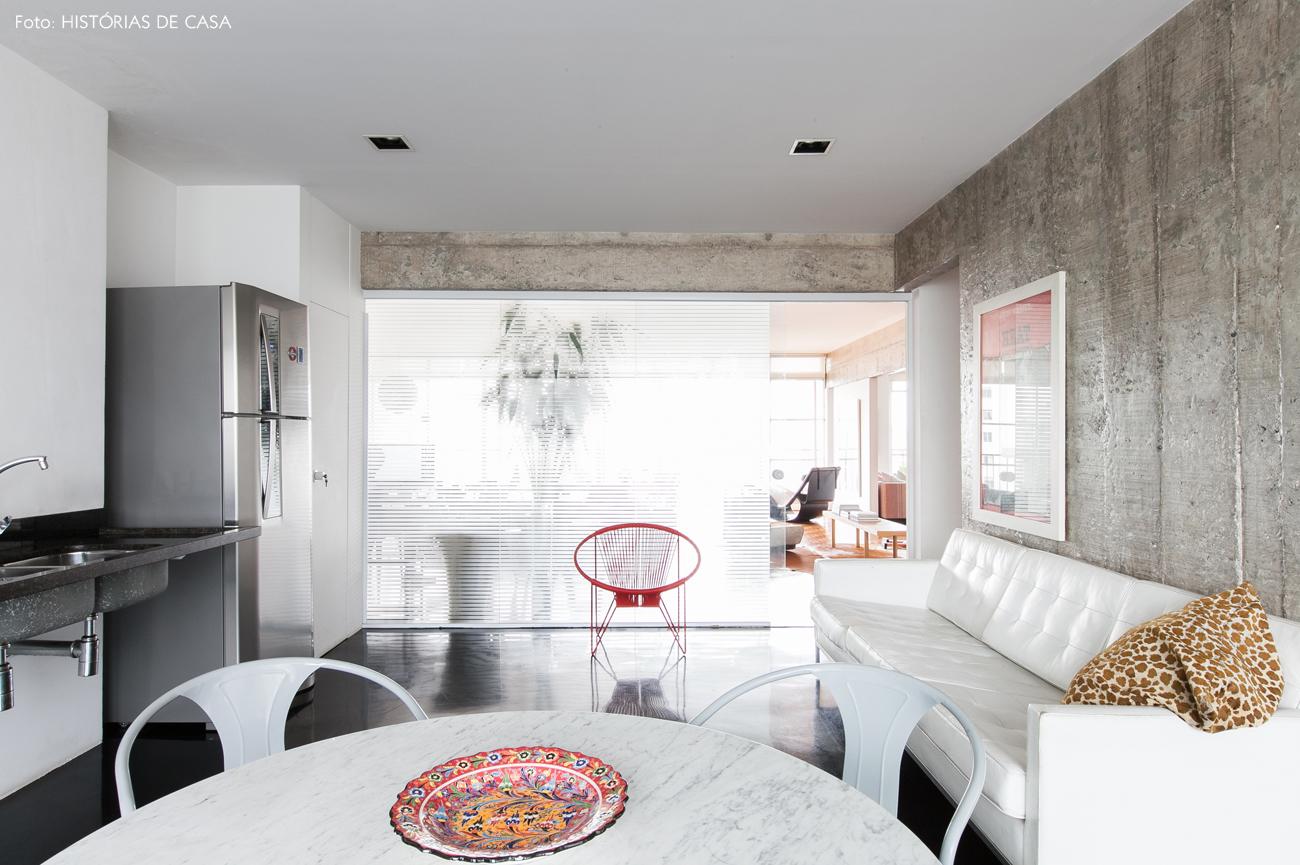 20-decoracao-cozinha-parede-concreto-vidro-piso-preto